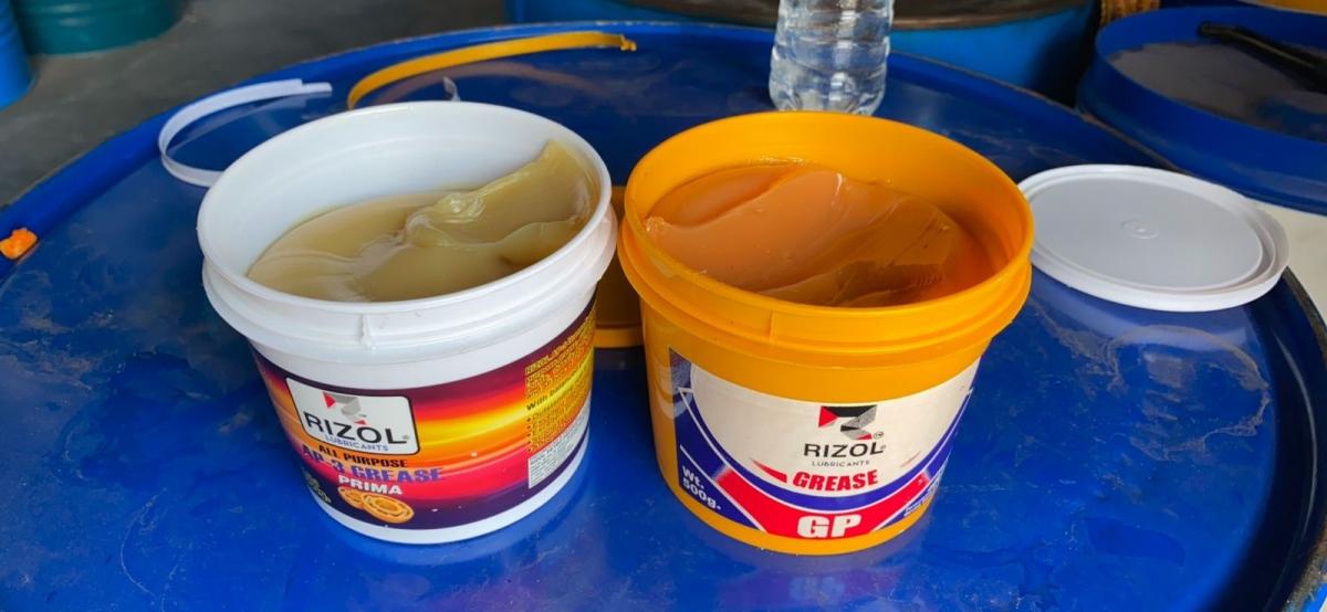 Mỡ bò Rizol Chasis - Mỡ chịu nhiệt chịu nước gốc Calcium